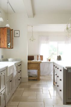 The Foxton Kitchen by deVOL. Similar to our Botticino or Crema Beige Tumbled Marble tiles. Devol Kitchens, Shaker Style Kitchens, Classic Kitchen Furniture, Country Kitchen Designs, Bespoke Kitchens, Kitchen Cabinet Design, Kitchen Cabinets, Floor Design, House Design