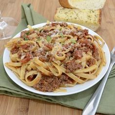Rich and hearty pasta Bolognese slow simmered with pancetta and red wine. The ultimate comfort food! I hope everyone had a wonderful Valentine's Day yesterday. Andrew and I celebrated Valenti… Giada De Laurentiis, Pasta Recipes, Dinner Recipes, Meal Recipes, Dinner Ideas, Recipies, Fettuccine Pasta, Italian Dishes, Bolognese