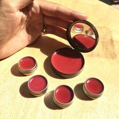 Jak si vyrobit domácí balzám na rty - tónovaný růžovým pigmentem | DIY MINI PROJEKTY Super Secret, Dyi, The Balm, Blush, Soap, Cosmetics, Homemade, Beauty, Lotions