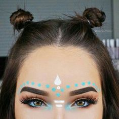 Are you looking makeup inspirations for use at Lollapalooza? I selected six types of makeup for all styles and tastes. Tribal Makeup, Boho Makeup, Rave Makeup, Makeup Inspo, Makeup Art, Makeup Inspiration, Hippie Makeup, Beauty Makeup, Hair Beauty