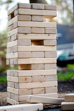 How to make a GIANT Jenga - Education and lifestyle Outdoor Jenga, Jenga Diy, Outdoor Yard Games, Jenga Game, Backyard Games, Outdoor Fun, Outdoor Playground, Outdoor Decor, Giant Yard Games