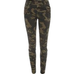 River Island Khaki camo print skinny trousers (460 ARS) ❤ liked on Polyvore featuring pants, jeans, bottoms, trousers, pantalones, sale, denim trousers, denim khaki pants, camo khaki pants and skinny pants