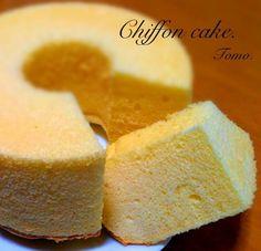 ホットケーキシロップで 頂きましたヾ(◍'౪`◍)ノ゙♬ ちょこちょこ大きめの気泡が 気になるなあ‥。 - 43件のもぐもぐ - シフォンケーキ*切った by tomoko28
