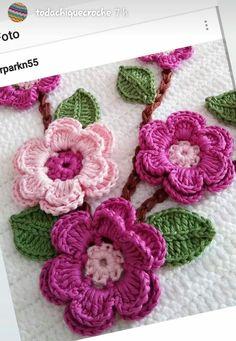 Crocheted pink pansies in box frame wall art - Salvabrani Crochet doily crochet flower tutorial part 1 Art Au Crochet, Crochet Diy, Crochet Flower Patterns, Irish Crochet, Crochet Crafts, Crochet Flowers, Crochet Projects, Flower Applique Patterns, Confection Au Crochet