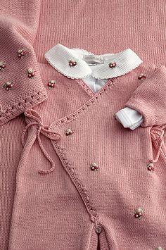 Cashquere rosa, bordados rosa, body e manta coordenados = Um charme.   by beijaflormodas