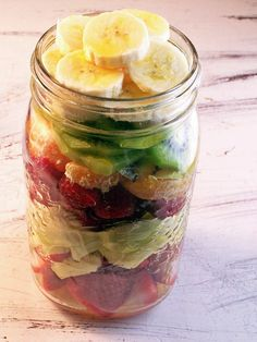 On the go snack! Fruit in a Mason jar! You can add the lid too!!! Great idea for a fruit salad.