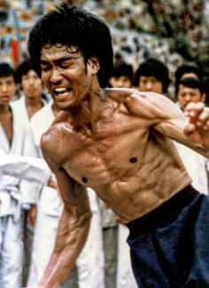 Bruce Lee Bruce Lee Body, Bruce Lee Chuck Norris, Bruce Lee Photos, Jeet Kune Do, Human Body Art, Man Anatomy, Hard Men, Enter The Dragon, After Life