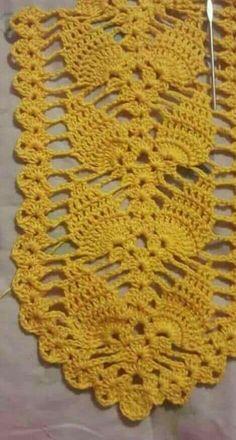 Caminho de mesa Crochet Bikini Pattern, Crotchet Patterns, Crochet Square Patterns, Crochet Squares, Crochet Motif, Crochet Doilies, Free Crochet, Crochet Buttons, Thread Crochet