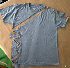 Here is another super easy top you can make in 5 minutes, completely adjustable and the best part is that it is another no sew. I mad.WobiSobi: Side and Shoulder Tied Shirt Umgestaltete Shirts, Diy Cut Shirts, T Shirt Diy, Ripped Shirts, Cutting Big Shirts, Sew Tshirt, Diy Clothes Refashion, Shirt Refashion, Cut Up T Shirt