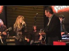 @Shakira Mebarak  and Blake Shelton Perform New Duet ' #Medicine '