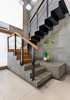 Modern Staircase Design Ideas - Stairs are so common that you don't provide a second thought. Have a look at best 10 instances of modern staircase that are as stunning as they are . Rustic Staircase, Modern Stair Railing, Stair Railing Design, Staircase Railings, Staircase Ideas, Staircase Design Modern, Staircase Pictures, Staircase Decoration, Railing Ideas