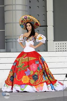 Gown influenced by La China Poblana from Mexico Mexican Costume, Mexican Outfit, Mexican Dresses, Mexican Party, Mexican Style, Folk Costume, Mexican Clothing, Mexican Girls, Costumes