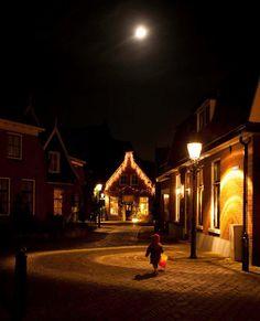 Kerst & Kunst is een bijzondere kerstmarkt in het sfeervolle centrum van Ootmarsum. Er zijn bekende kunstenaars en straatartiesten aanwezig.