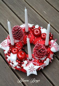 :::: Weihnachtskranz Rot / Weiße Weihnacht :::: von :::::::: Blumerei Berger :::::::: auf DaWanda.com