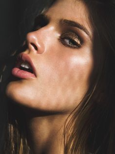 Promising Vision model's face Madison Headrick poses for a portrait series by fashion photographer Elias Tahan. Bronze Eyeshadow, Eyeshadow For Brown Eyes, Beauty Makeup, Hair Makeup, Hair Beauty, Armani Makeup, Model Face, Gold Eyes, Slice Of Life