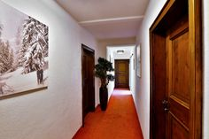Hallway at Chalet Amalien Haus, St Anton. Ski holidays with flexiski.