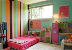Colchão no chão quarto de criança