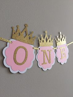 I am ONE, Pink and Gold Birthday Party Decorations. ONE High Chair Banner. Pink and Gold Party. Little Princess, Smash Cake banner Pink und Gold Hochstuhl Banner. Gold Party, Pink And Gold Birthday Party, 1st Birthday Princess, First Birthday Parties, Birthday Party Decorations, First Birthdays, Cake Birthday, Princess Party Decorations, Party Party