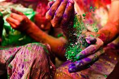 Want to see what the Holi festival is like in India? Check out the colorful Holi pictures in this photo gallery. Hindu Festivals, Indian Festivals, Festival Photography, Color Photography, Holi Festival India, Holi Pictures, Holi Photo, Holi Wishes, Holi Colors
