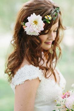 Floral crown for the bride via Wedding Chicks Bridesmaid Flowers, Bridesmaid Hair, Wedding Flowers, Wedding Hair And Makeup, Bridal Hair, Hair Makeup, Floral Hair, Floral Crown, Bride Hairstyles