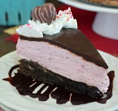 Strawberry Mousse Brownie Cake Recipe - homemade brownies, strawberry mousse, and chocolate turns this into one impressive cake. Strawberry Mousse, Strawberry Recipes, Strawberry Cakes, Homemade Brownies, Homemade Cakes, Gourmet Recipes, Cake Recipes, Dessert Recipes, Dinner Recipes