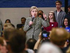 """La precandidata demócrata a la Casa Blanca Hillary Clinton acusó hoy a Donald Trump de usar una """"retórica divisiva"""", tras la violencia que obligó el viernes a posponer un mitin del aspirante presidencial republicano en Chicago."""
