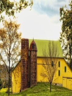 Country Living - Yellow Barn, Silo and very pretty Farm Barn, Old Farm, Country Barns, Country Life, Country Living, Country Roads, Cabana, Barns Sheds, Country Scenes