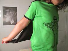 T-paita sankariviitalla varustettuna - T-shirt with a cape Sewing Blogs, Cape, T Shirts For Women, Mens Tops, Fashion, Mantle, Moda, Cabo, Fashion Styles