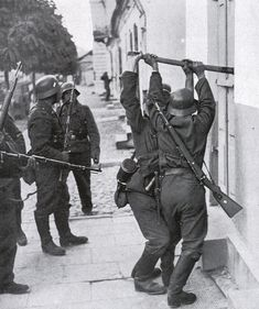 1939 Poland, German soldiers force the entrance of a house Luftwaffe, Germany Ww2, Man Of War, Military Pictures, German Army, World War Two, Wwii, Istanbul, Entrance