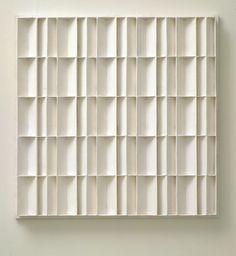 Jan Schoonhoven   latexverf op papier-maché op spaanplaat   104,5 x 104,1 cm   Locatie   Verworven in 1969   Inventarisnr 431