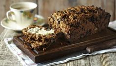 This deliciously moist bara brith recipe is a Welsh tea cake that makes a virtually fat-free alternative to traditional fruit cake. Welsh Recipes, Tea Recipes, Cake Recipes, Cooking Recipes, Sweet Recipes, Bara Brith, Tea Loaf, Sugar Consumption, Tea Cakes