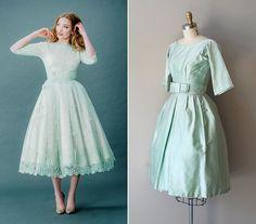 Természetesen a rövid menyasszonyi ruha is lehet mentazöld. Bal oldalt Joanne…
