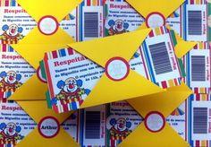 """Esse convite é em formato de um bilhete, com cantinho destacável, como um ingresso mesmo. Impresso em papel 180g O """"envelope"""" é combinando, em papel na mesma gramatura, fechado com um tag onde será colocado o nome dos convidados. Se já quiserem nominais, acrescentar mais $0,50 ao valor do convite. Pedido mínimo: 20 unidades R$ 4,20"""
