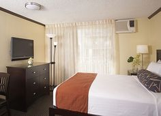 Aqua Bamboo Waikiki's room feature 32 inch LCD TV's - but we don't think you'll spend that much time in the room since the hotel is just 1 block to Waikiki Beach! #waikiki #hawaii #aquahotels #aquabamboowaikiki