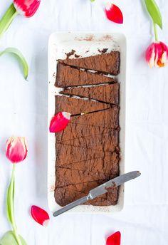 Jauhoton pähkinä-suklaakakku // Gluten-free peanutbutter chocolate cake