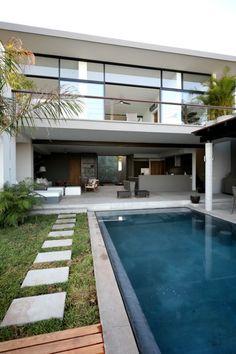 Kontrast Arquitectura designed the Zamel House in Bahías de Huatulco, Oaxaca, Mexico.