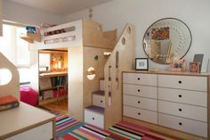 Il vous arrive parfois d'être en manque d'inspiration quand vient l'heure de décorer la chambre de vos enfants? Et vous ne voulez pas partir dans une décoration qui soit ni trop enfantine, ni trop adulte? On vous donne 16 idées pour trouver votre bonheur.