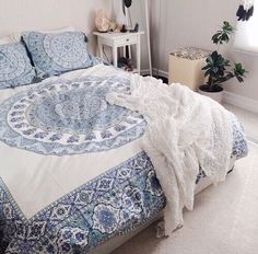 Imagen vía We Heart It #bedroom #blue #home #house #interior #pink #room #rooms #tumblr #white