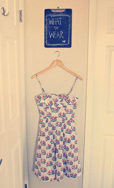 Que tal criar um cantinho no seu quarto para planejar o que vestir no dia seguinte?