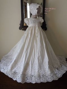 Oriana V white silk and vinatge lace gown set por angelawesthgowns