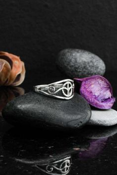 Peace sign ring sterling silver 925 by Elfscraft on Etsy Love And Light, Peace And Love, Friendship Rings, Celtic Rings, Celtic Symbols, Love Ring, Wiccan, Valentine Gifts, Sterling Silver Rings