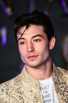 11 Ezra Miller Moments That Will Make You Reconsider Everything - Celebrities Ezra Miller, Jenna Coleman, Cara Delevingne, Beautiful Men, Beautiful People, Beauty Around The World, Erza, Logan Lerman, Corey Haim