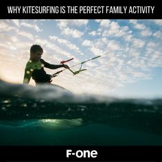 If you want to get your children into a water sport, then kitesurfing could be the ideal hobby! Discover some of the reasons this sport is perfect for families. Snowboard Girl, Girls Football Boots, Skateboard Girl, Burton Snowboards, Kitesurfing, Surf Girls, Roller Skating, Paddle Boarding, Family Activities