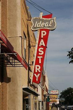 Neon: Ideal Pastry (Polish pastry shop on Milwaukee Avenue in Jefferson Park, Chicago). jpg - Wikipedia, the free encyclopedia Old Neon Signs, Vintage Neon Signs, Old Signs, Vintage Ads, Jefferson Park, Vintage Bakery, Bakery Sign, My Kind Of Town, Pastry Shop