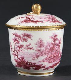 Lot : VINCENNES – SEVRES – Pot à sucre Calabre couvert en porcelaine tendre à décor[...] | Dans la vente Porcelaines Anciennes à Pescheteau-Badin