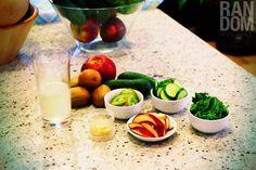 Grenn juice recipe  1 baby cucumber / 1/2 cup kale / 1/2 red apple / 2 kiwi fruit / A lit bit of ginger / 1Tbs of honey /  Coconut water