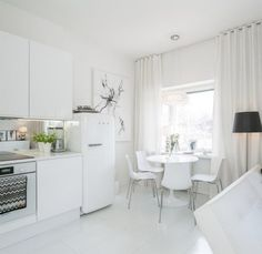 Compact apartment with a loft bed and walk-in closet home de Dining Corner, Dining Room, White Leather Sofas, Small Apartment Decorating, Tiny Spaces, Walk In Closet, White Decor, Lofts, Home And Living