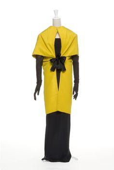 Cristobal BALENCIAGA, Yellow Silk Evening coat , 1965, Les Arts décoratifs