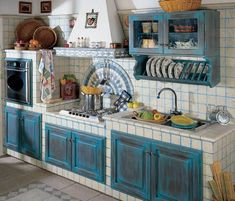 The Italian decor in Italy reflect the harmony that it brings into the home. To choose the best Italian decor, shop at a specialty store that sells Italian imports. Country Kitchen Designs, Rustic Kitchen Design, Kitchen Country, Italian Kitchen Decor, New Kitchen, Lemon Kitchen, Happy Kitchen, French Kitchen, Kitchen Cabinet Colors