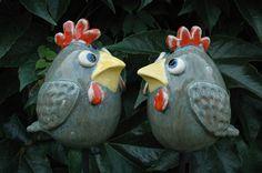 Kippetjes 15 cm hoog € p/st Clay Birds, Ceramic Birds, Ceramic Animals, Clay Animals, Ceramic Pottery, Pet Birds, Ceramics Projects, Clay Projects, Ceramic Glaze Recipes